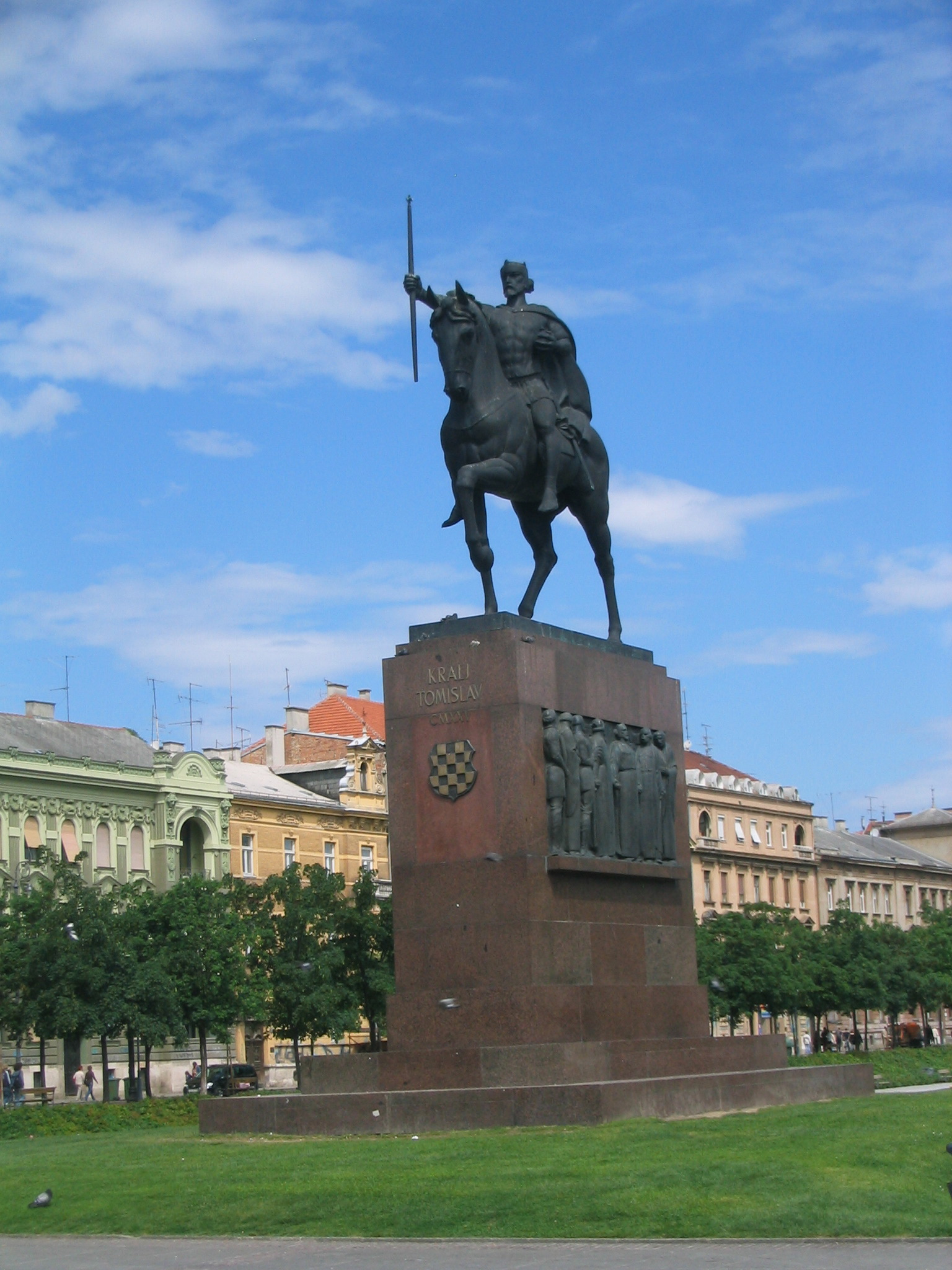 ROBERT FRANGEŠ-MIHANOVIĆ FRANGEŠ-MIHANOVIĆ'S EQUESTRIAN STATUE OF KING TOMISLAV IN ZAGREB, OPPOSITE THE CENTRAL RAILWAY STATION, INSTALLED IN 1947.