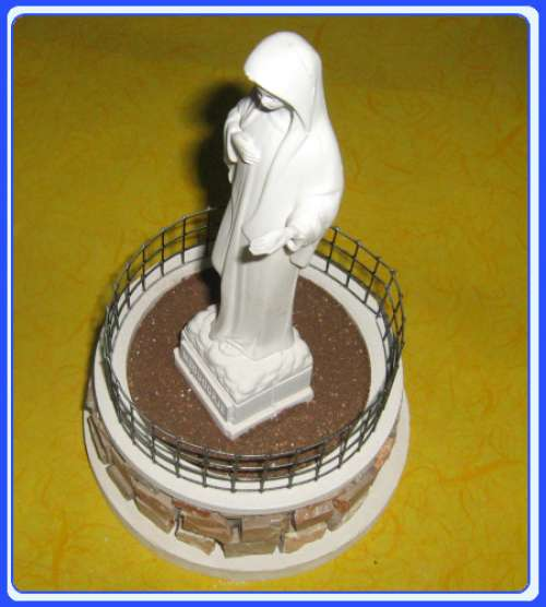 SGP045 Statue - Our Lady Quen of Peace - Medjugorje